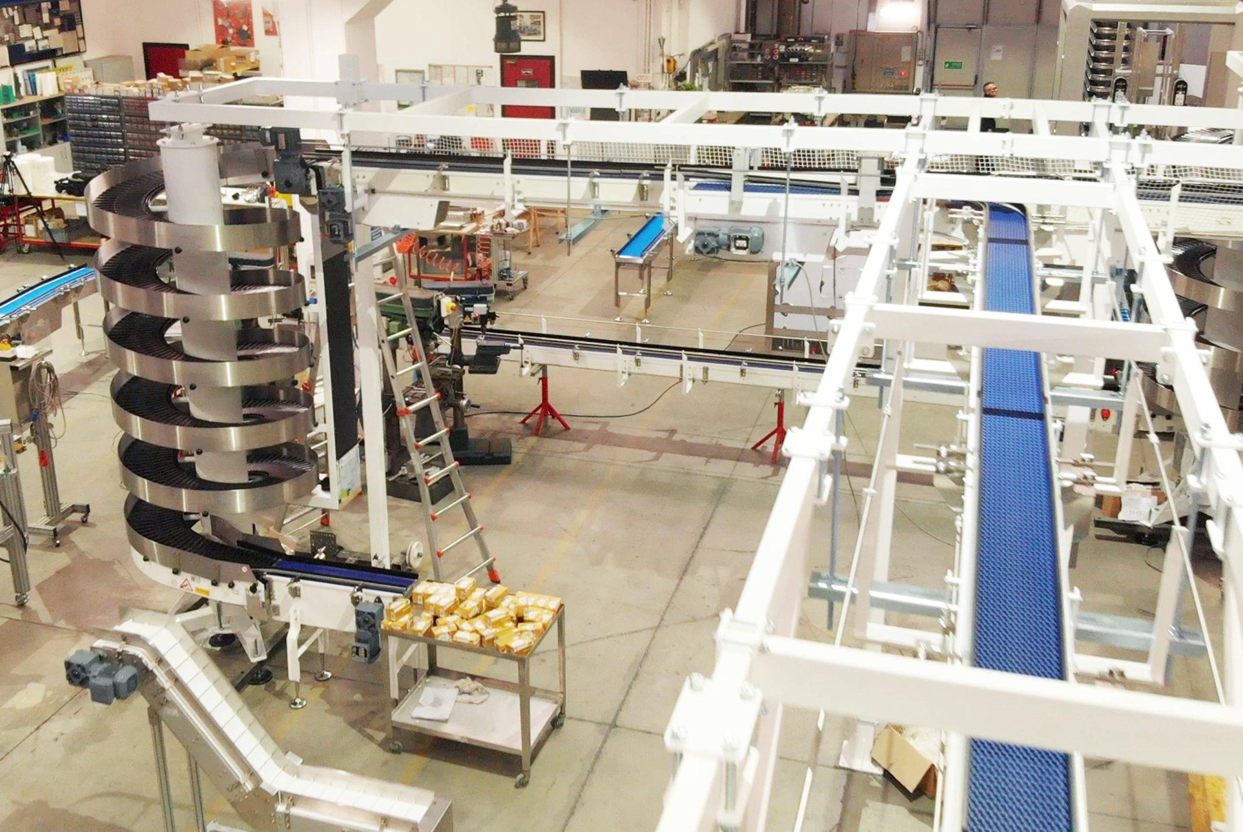 Interno fabbrica MH Material Handling. Nastri trasportatori, impianti di movimentazione automatica