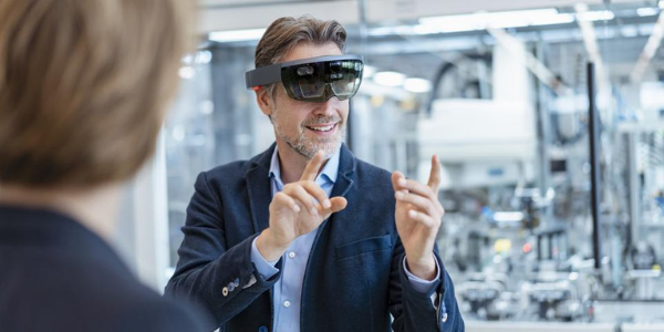 cover state of the art newsletter digital twins augmented reality 3d spaces man with hololens